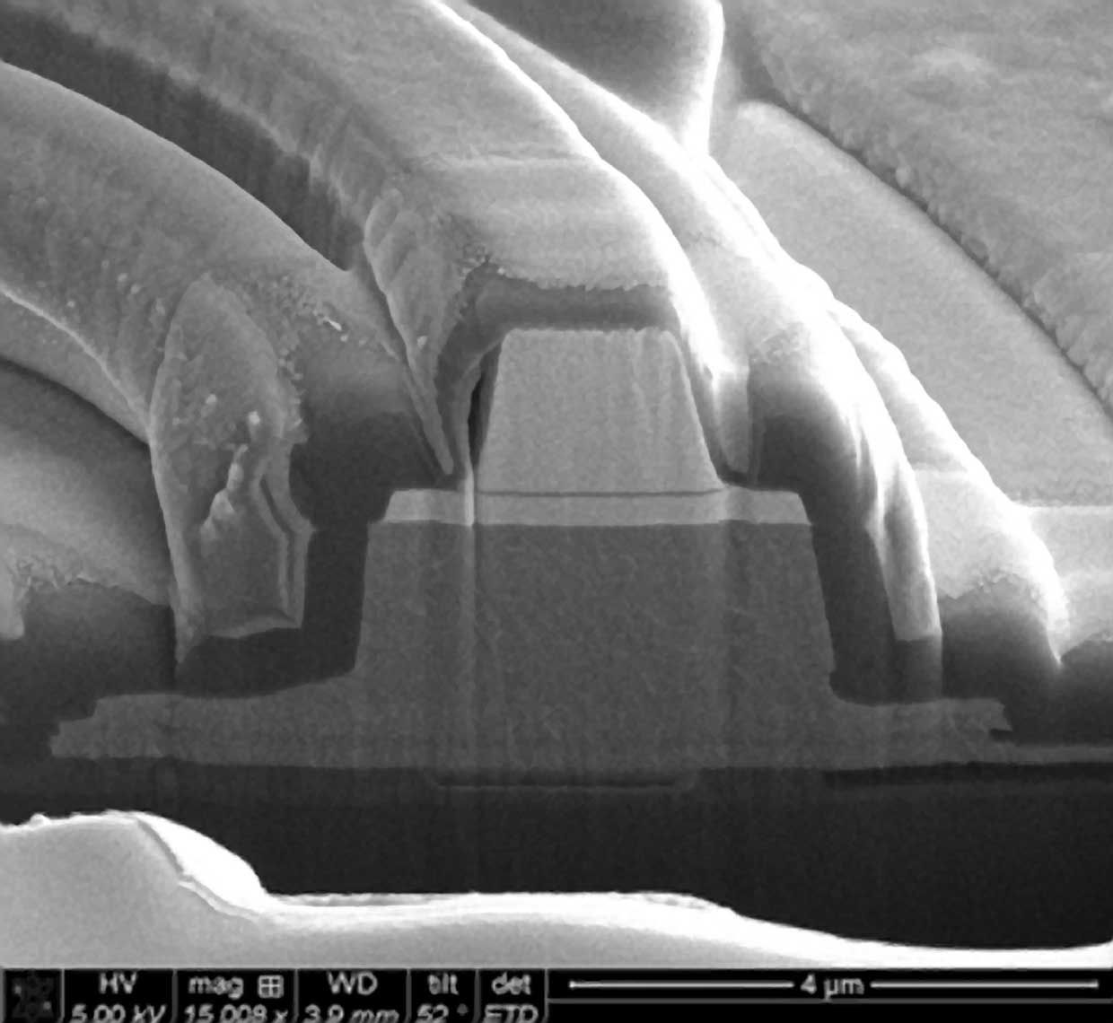 A cross section of the hybrid silicon MOS microring laser with memristor properties.