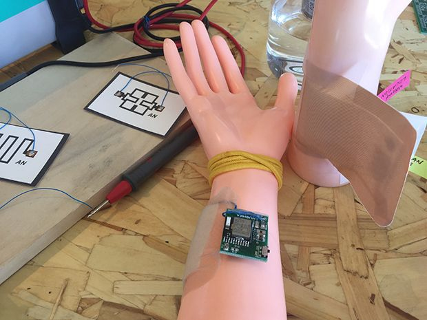 A Google Science Fair finalist's design for a flexible, printed smart bandage to monitor moisture around a wound for better healing
