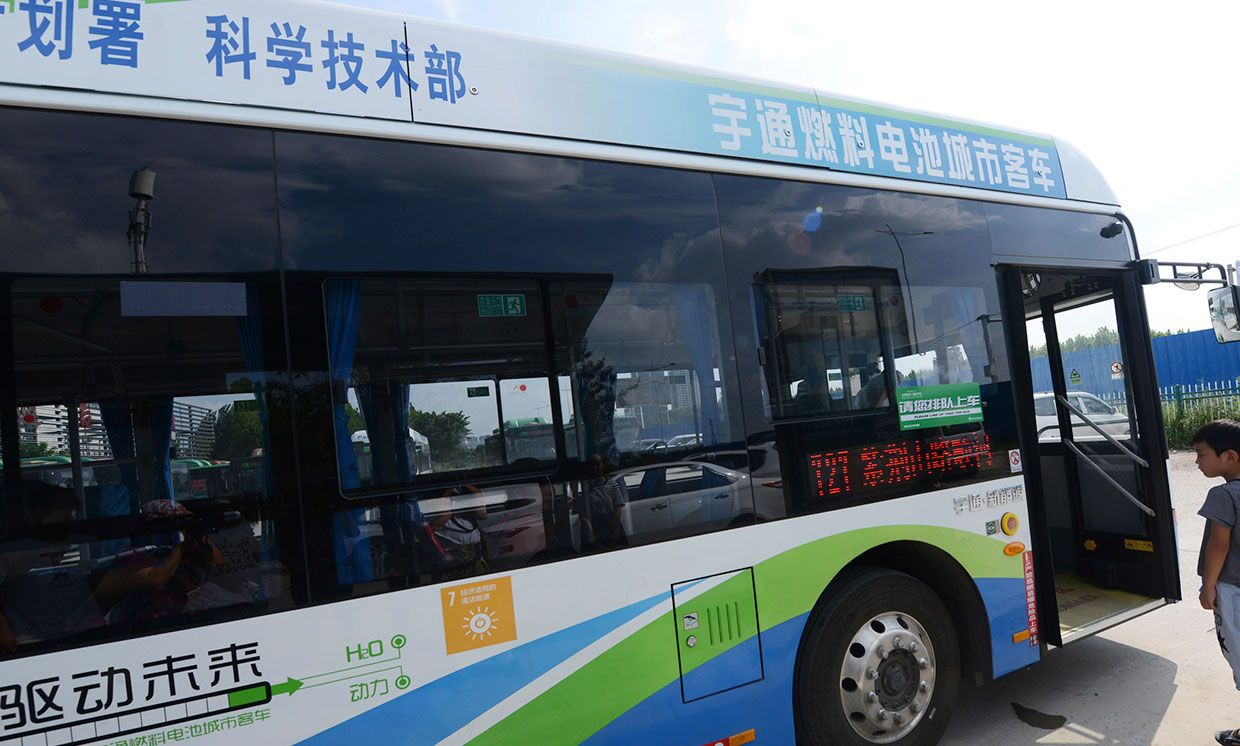 A hydrogen fuel cell bus of the city's Route 727 is pictured in Zhengzhou city, central China's Henan province, 15 August 2018.