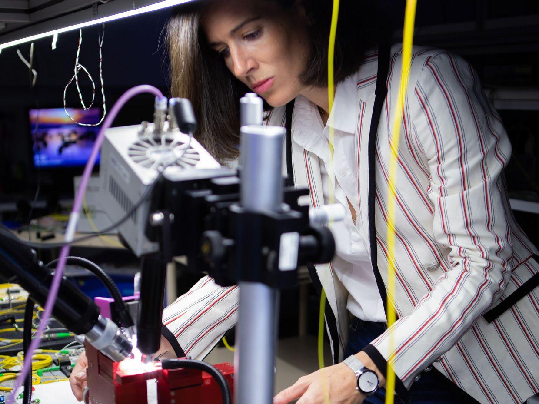 Andrea Blanco-Redondo experiments with entangled photons in silicon nanowire lattices.