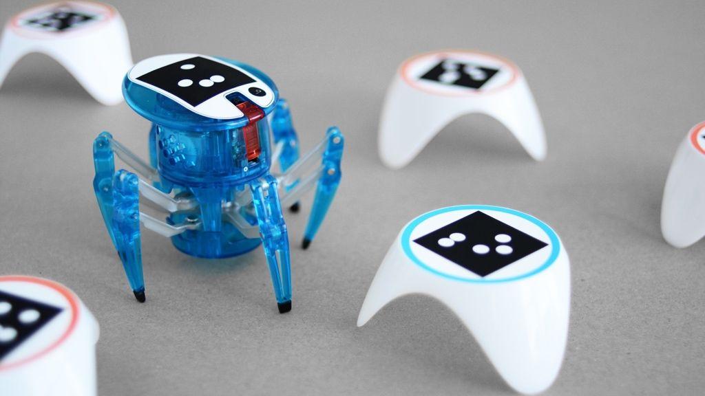 Bots_Alive autonomous interactive critter.