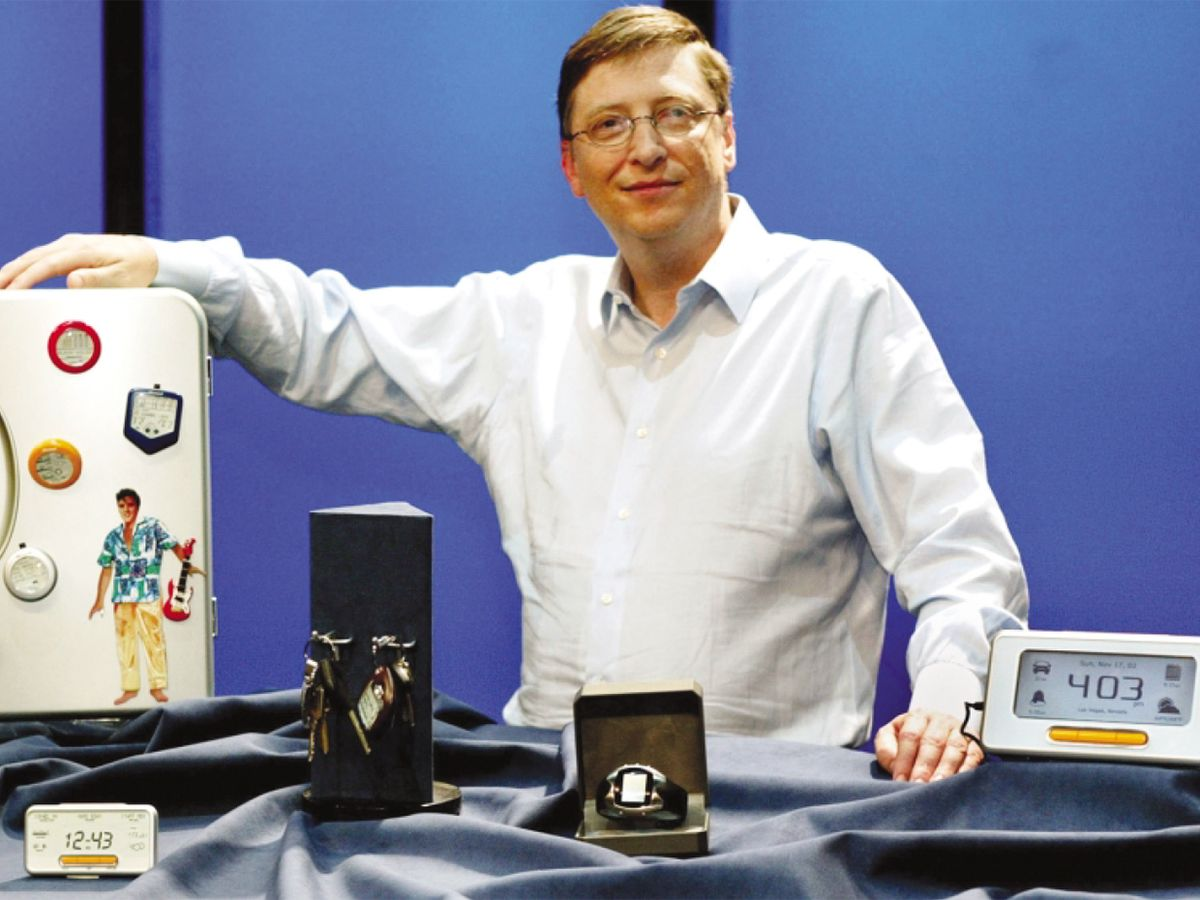 Bill Gates shows off prototype SPOT refrigerator magnets, keychains, wristwatch, and clock radio.