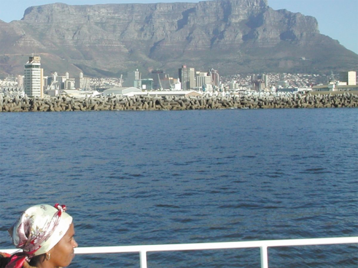 Photo showing Table Mountain rising up in the middle of Cape Town, South Africa.