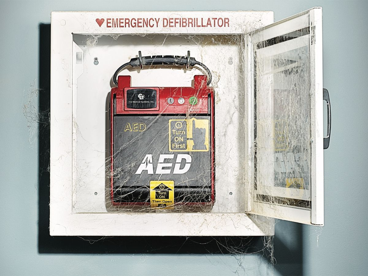 photo of an outdated defibrillator