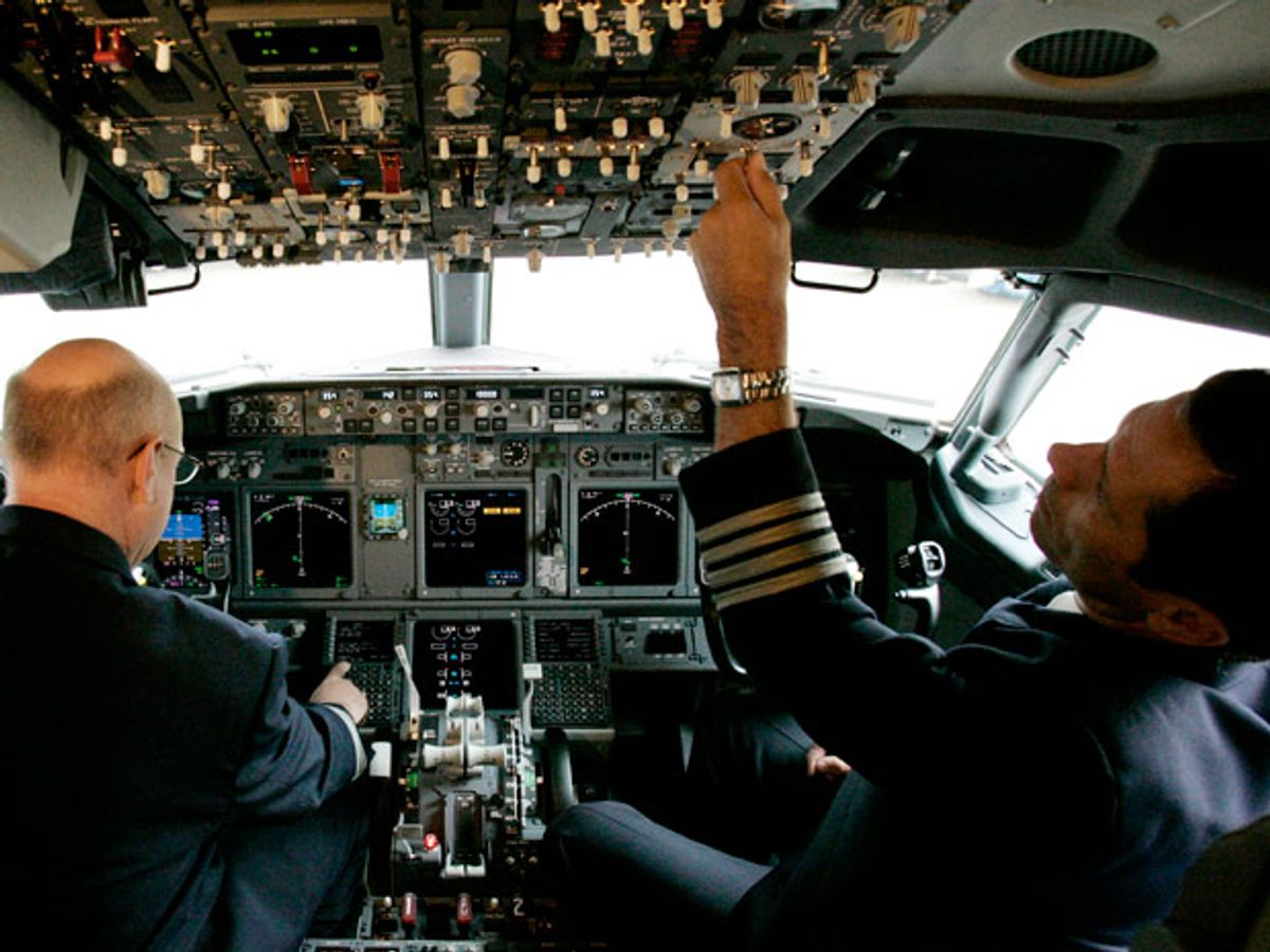 FAA: Airlines Must Replace Boeing Cockpit Screens to Avoid Wi-Fi Interference