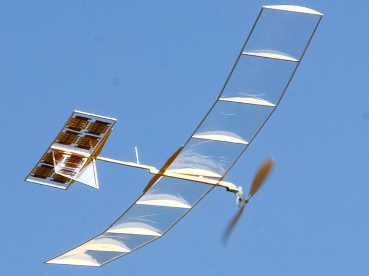 Ultrathin Solar Cells for Lightweight and Flexible Applications