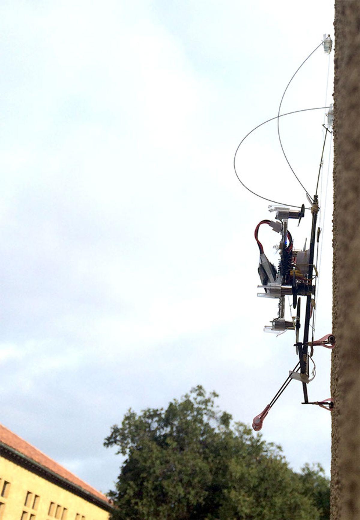 Stanford's Flying, Perching SCAMP Robot Can Climb Straight Up Walls