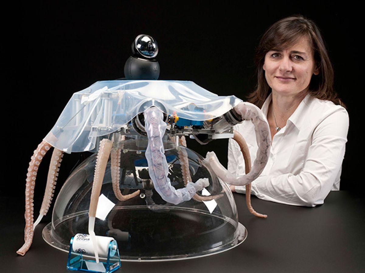 Cecilia Laschi with octopus