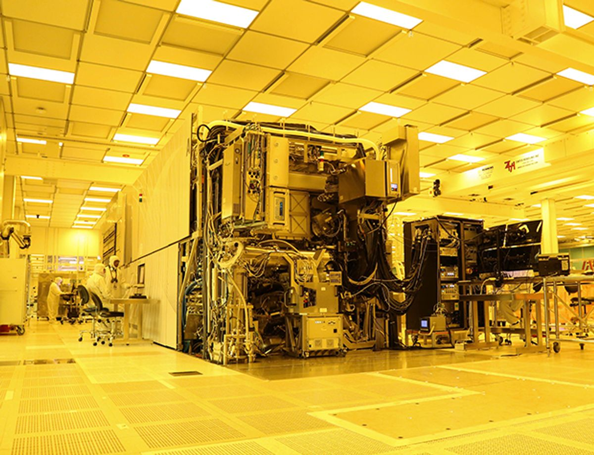 Photo of a EUV scanner