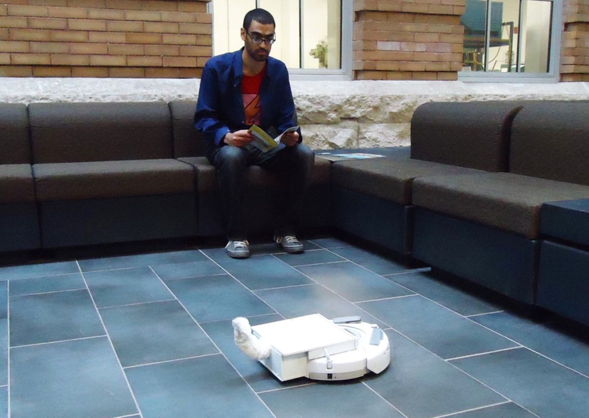Roomba uses tail to communicate with humans