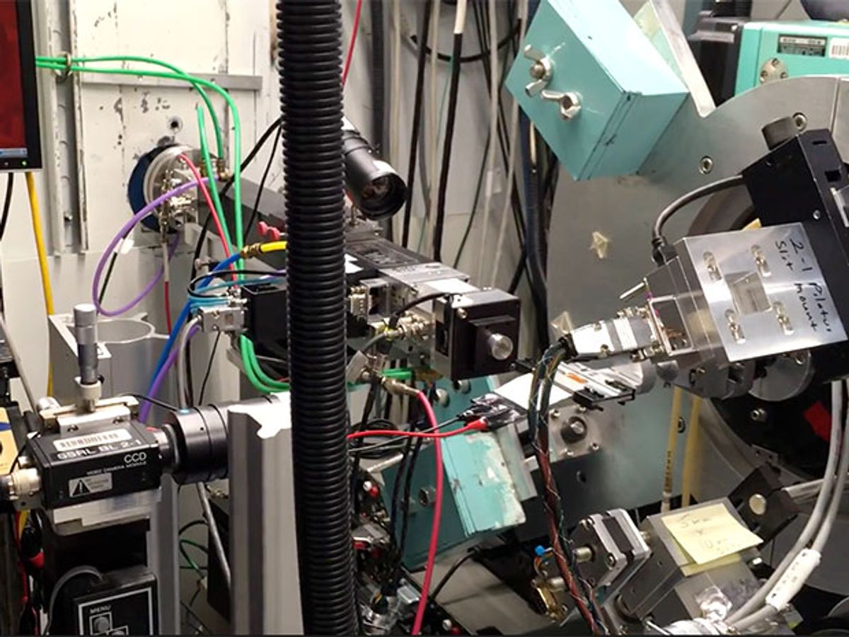 X-ray topography diffraction measurement device set up for measuring battery discharge rates