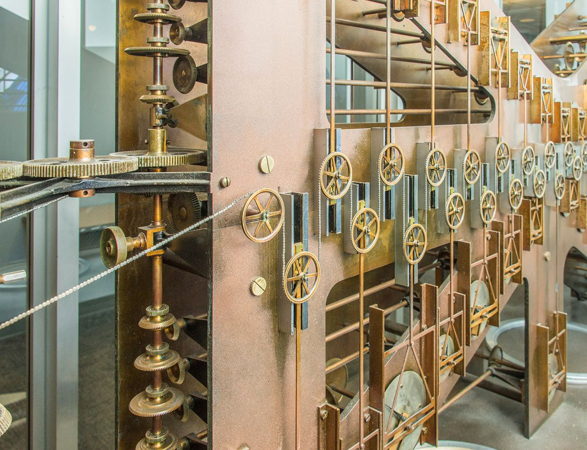 Photo of a mechanical analog computer used for predicting tides.