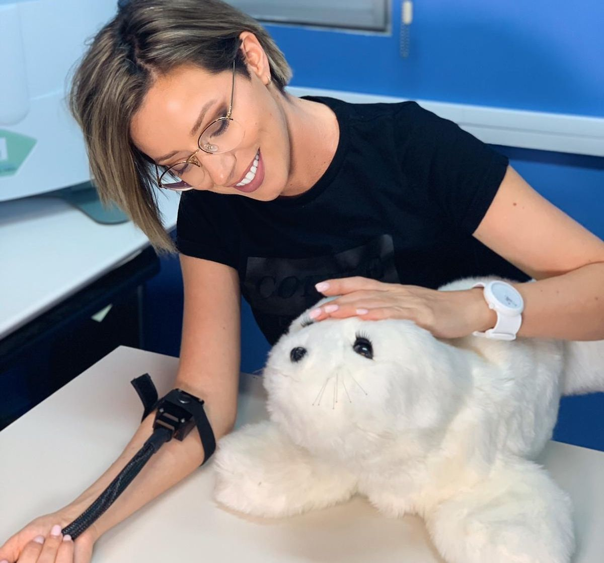 Study shows that interacting with a robotic seal can reduce the perception of pain
