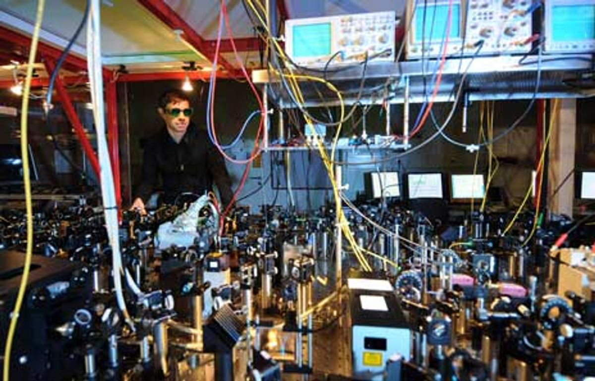 Optical Transistor Is a Step Toward the Quantum Internet