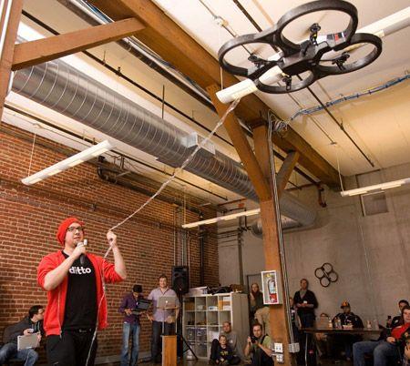 AR Drone — квадрокоптер, перехватывающий связь других квадрокоптеров