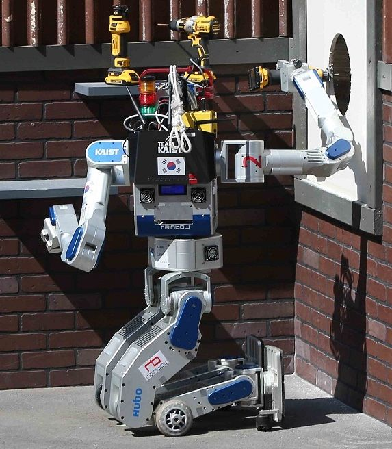DRC-HUBO Robot at DARPA Robotics Challenge Finals - Rotating Upper Body