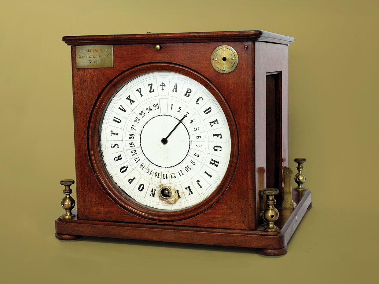 Photo of Louis-François Breguet's dial telegraph.