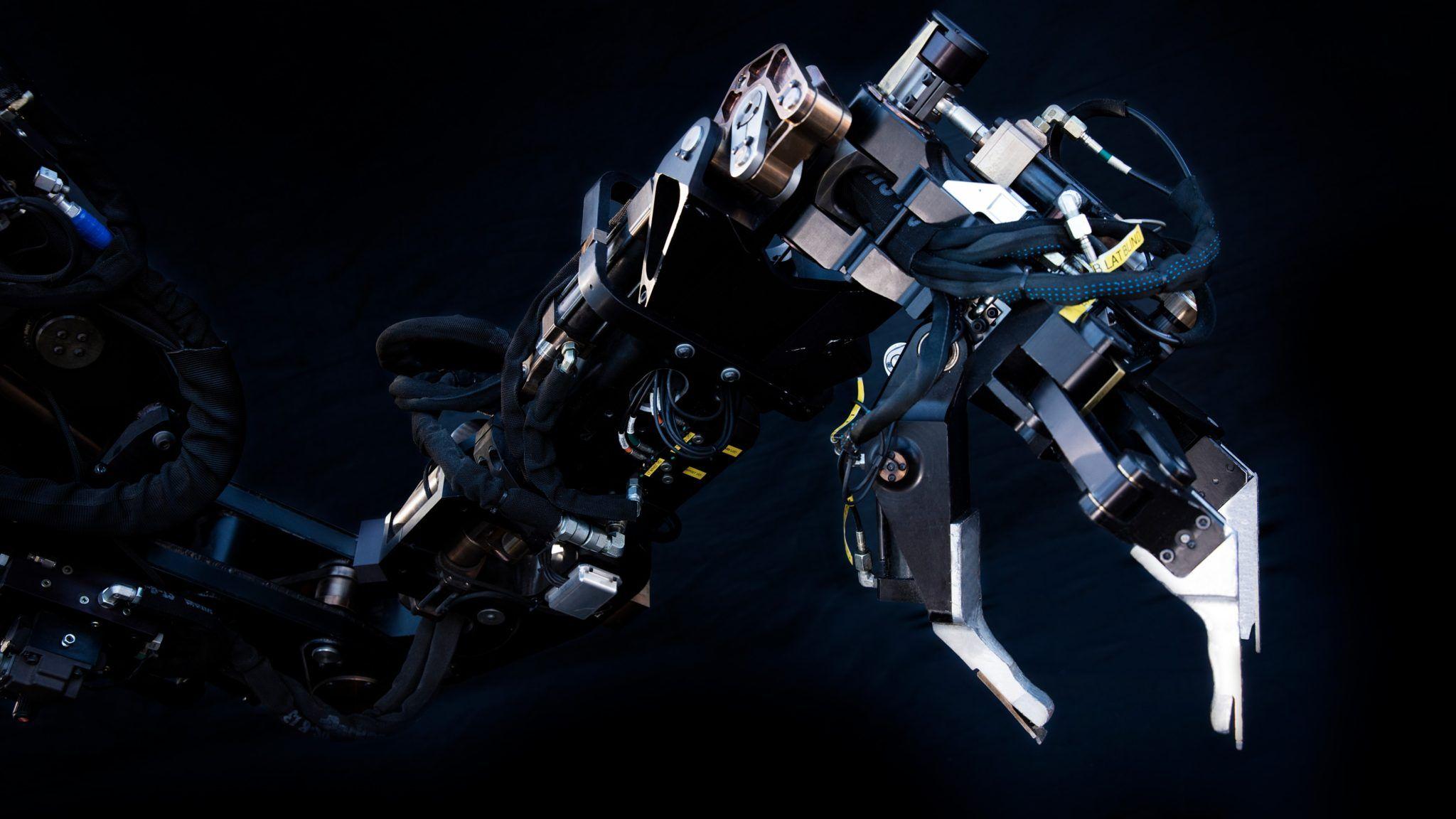 Sarcos GT's robotic arms can lift 1,000 pounds