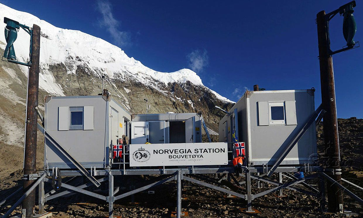 Photograph of the Norwegian research station on Bouvet Island.