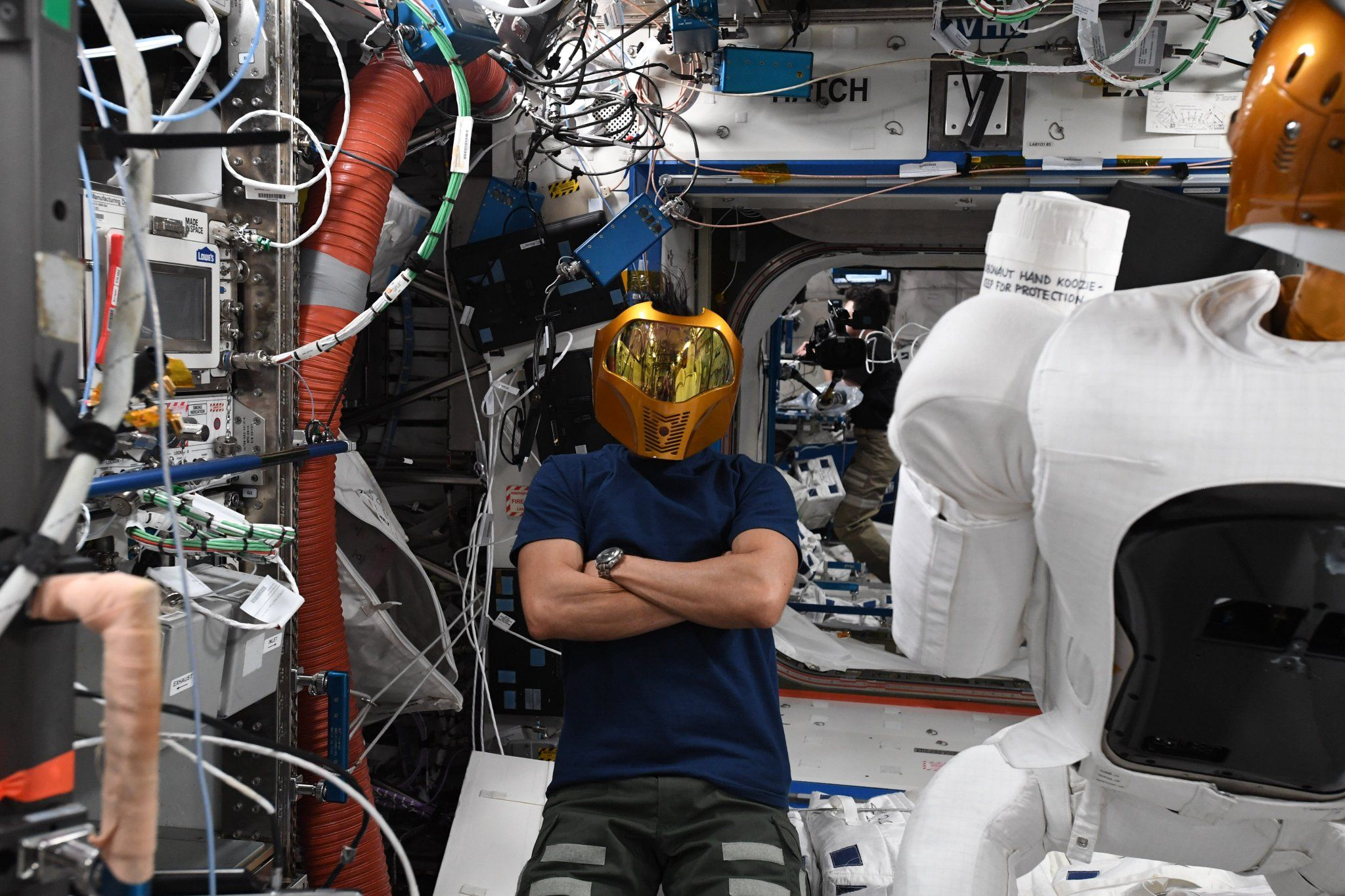 Robonaut Has Been Broken For Years And Now Nasa Is Bringing It Home Circuitboardmachinewithtechnician Commercial Editorial