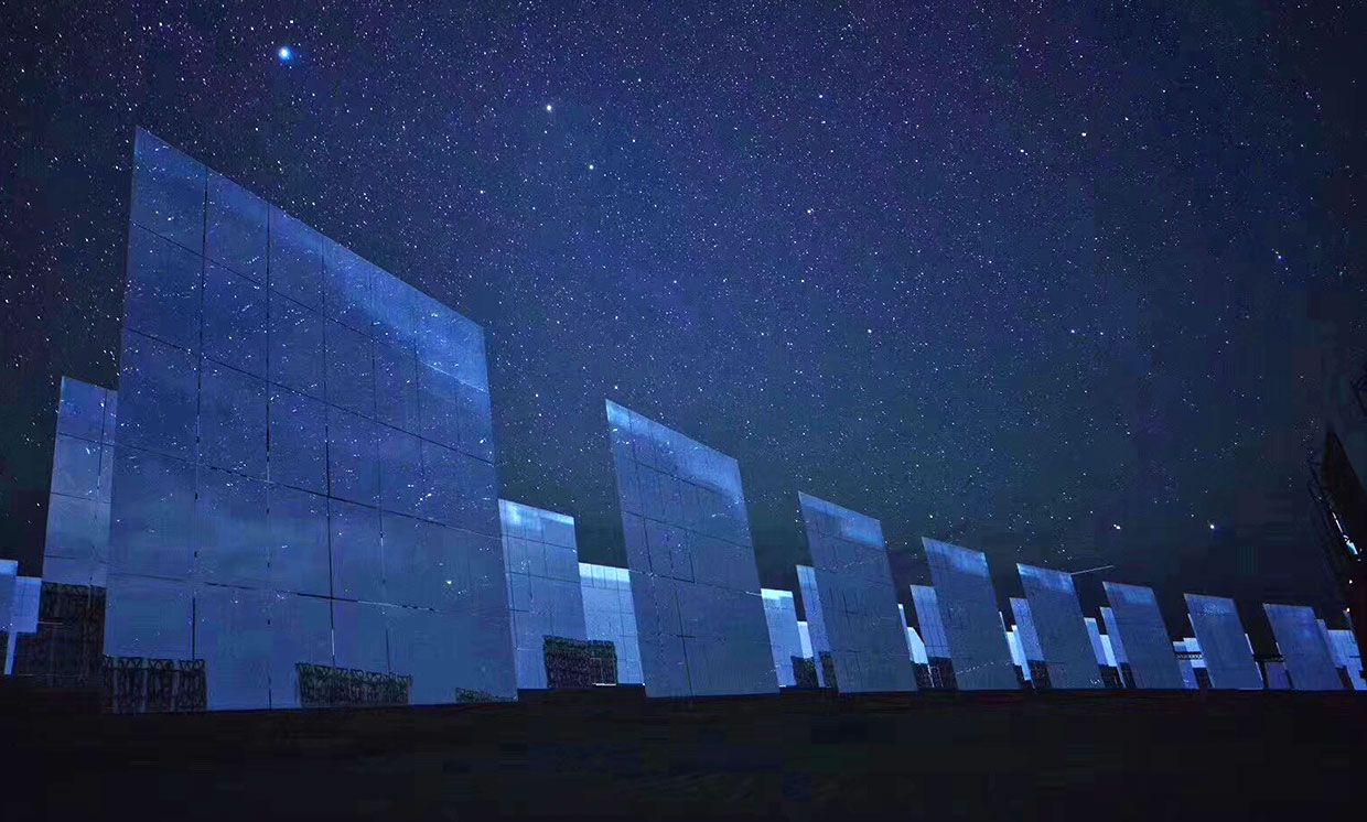 Heliostats at Shouhang's 100-MW solar thermal power plant in Dunhuang.