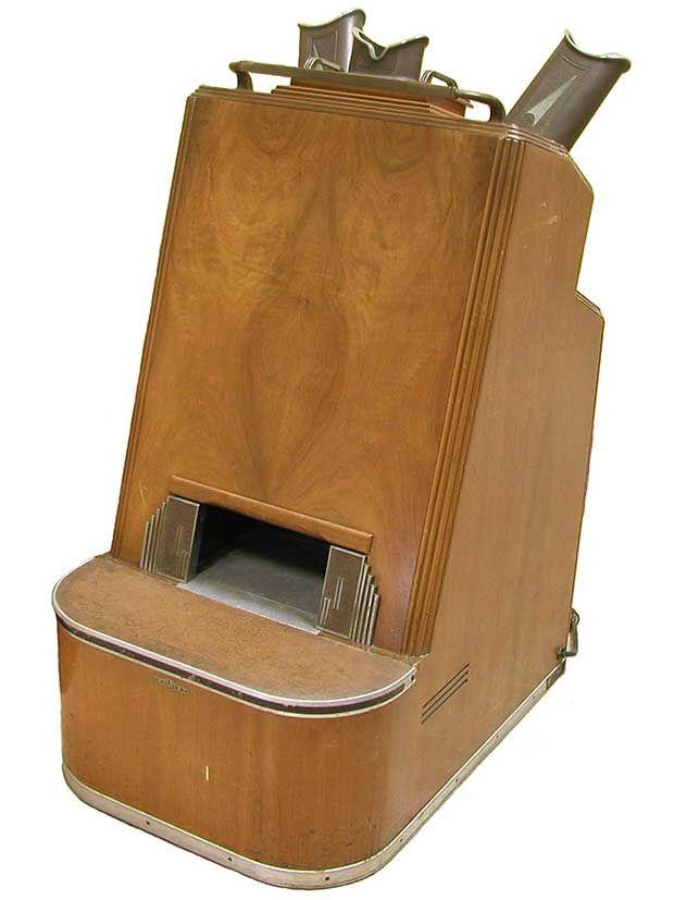 Photo of a shoe fluoroscope.