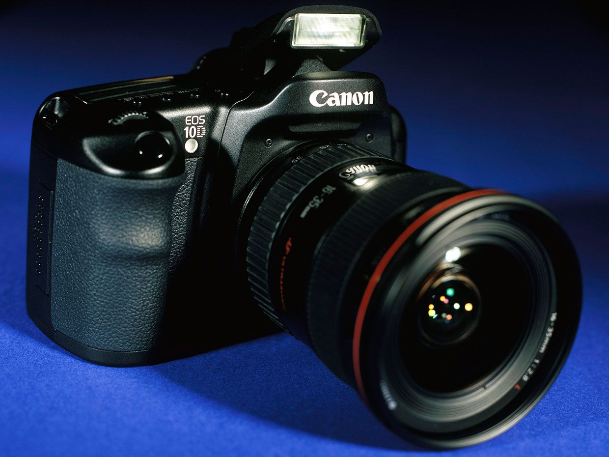 Photo of the EOS 10D.