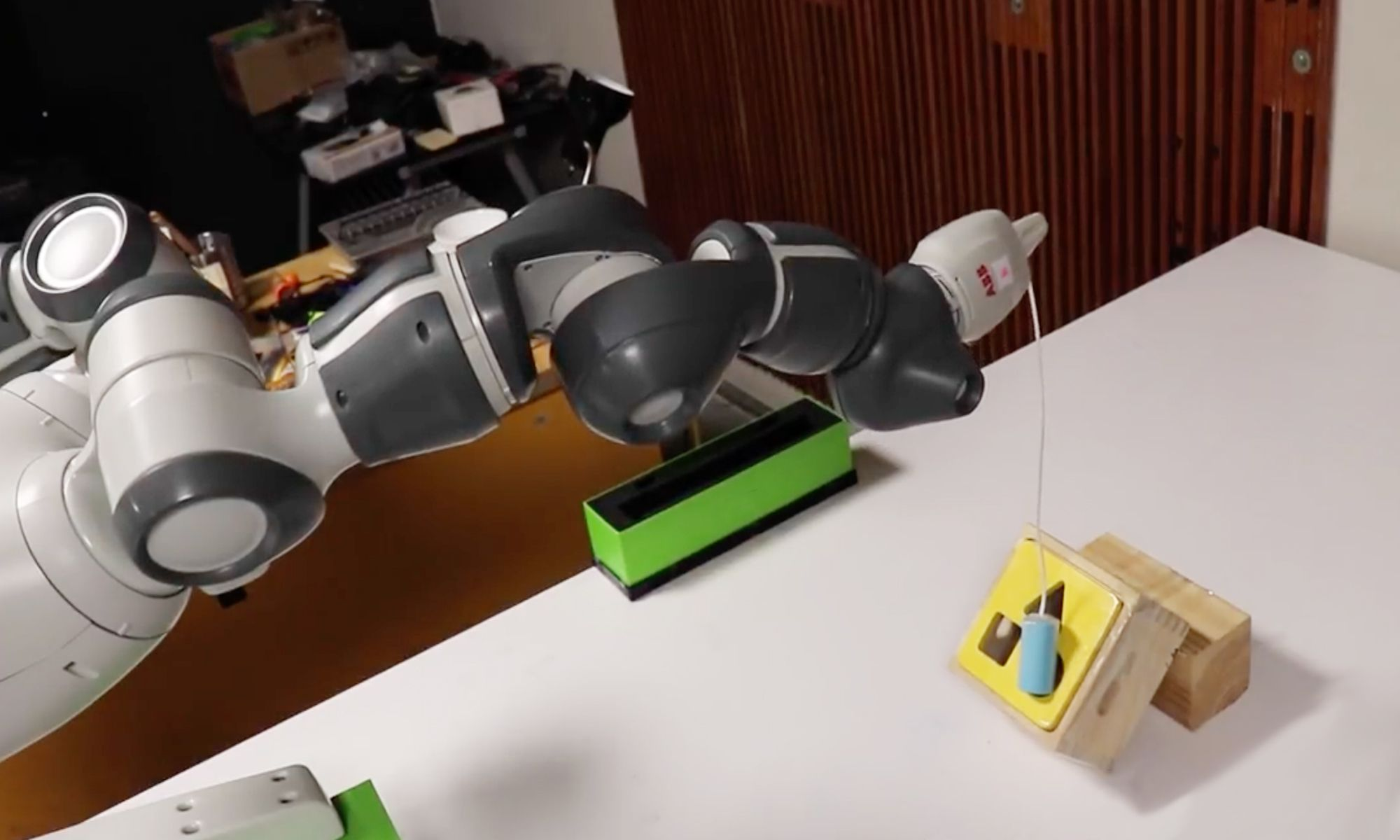 NVIDIA sim-to-real method to train robots using deep learning and simulations