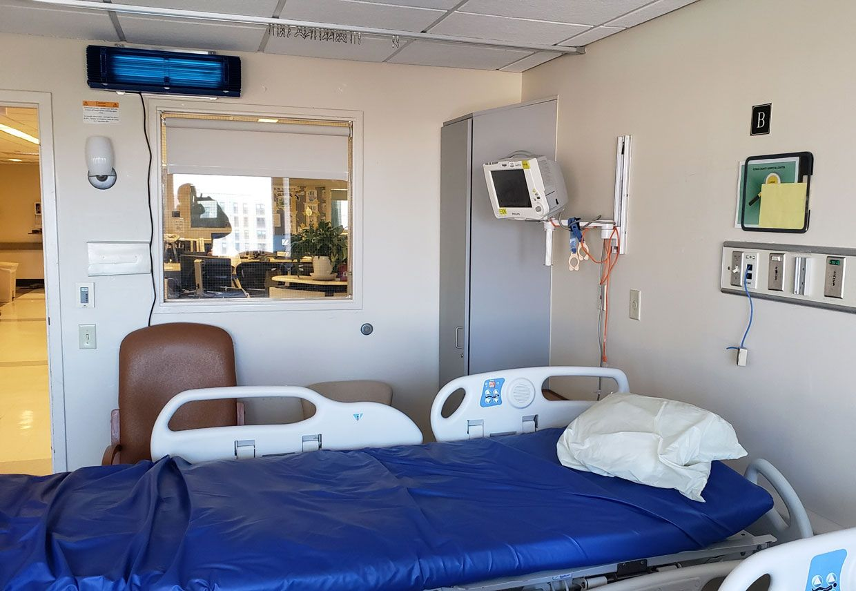 Photo of a patient room in a hospital.