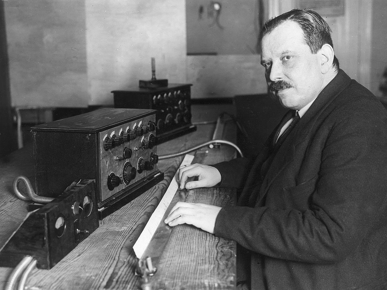 Photo of Friedrich Trautwein with the Trautonium.