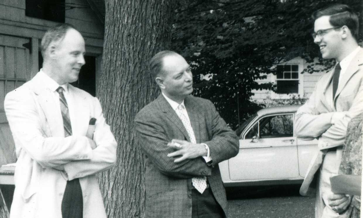 Dennis Ritchie (right) around the time he started working at Bell Laboratories, with his father Alistair Ritchie (left) and electronic switching pioneer William Keister (center).