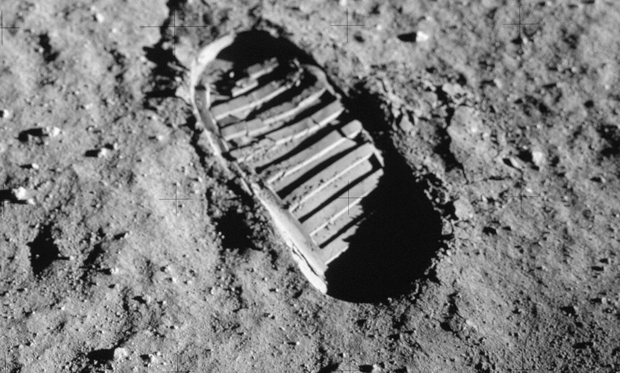img of footprint on the moon.