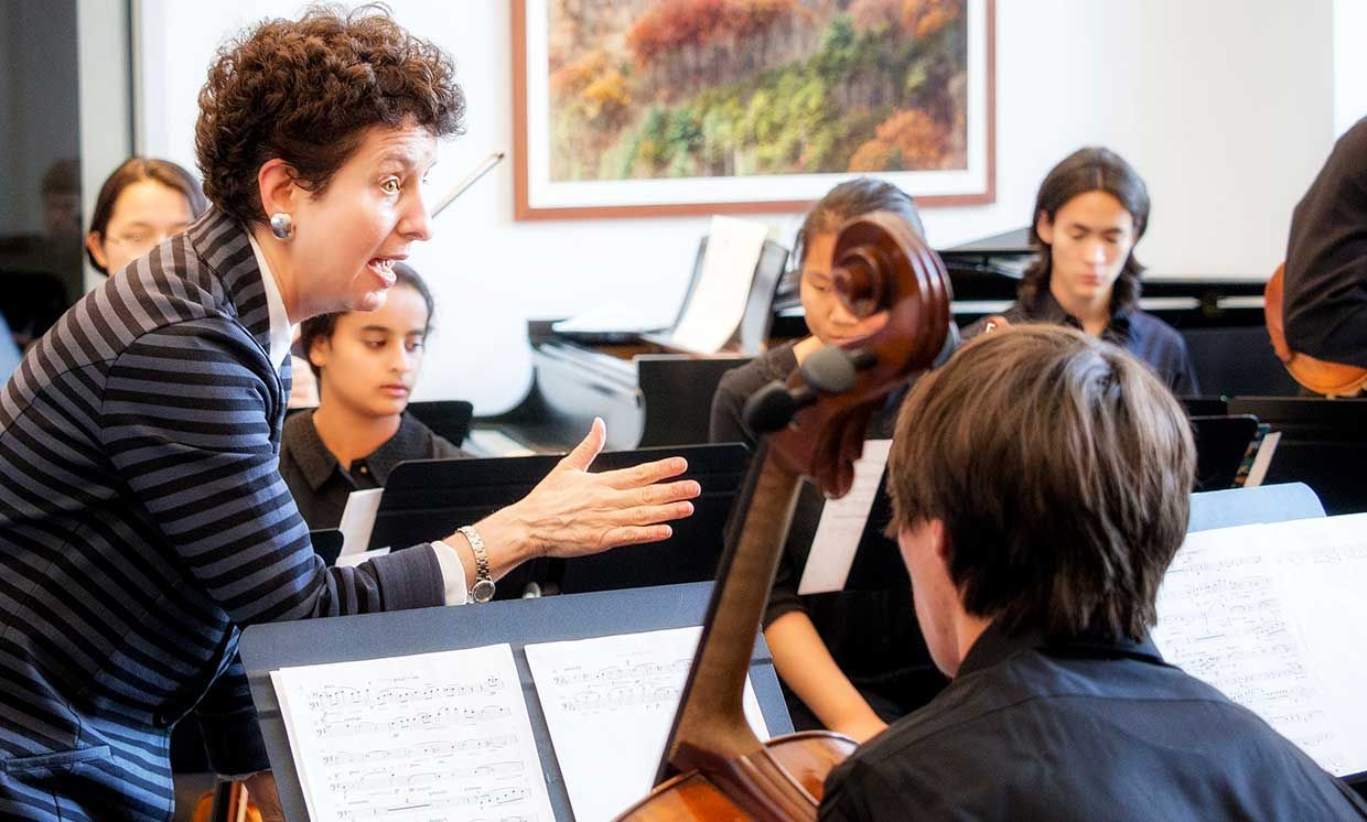 Dabby Interacting with the orchestra during a OCO dress rehearsal, 2015.