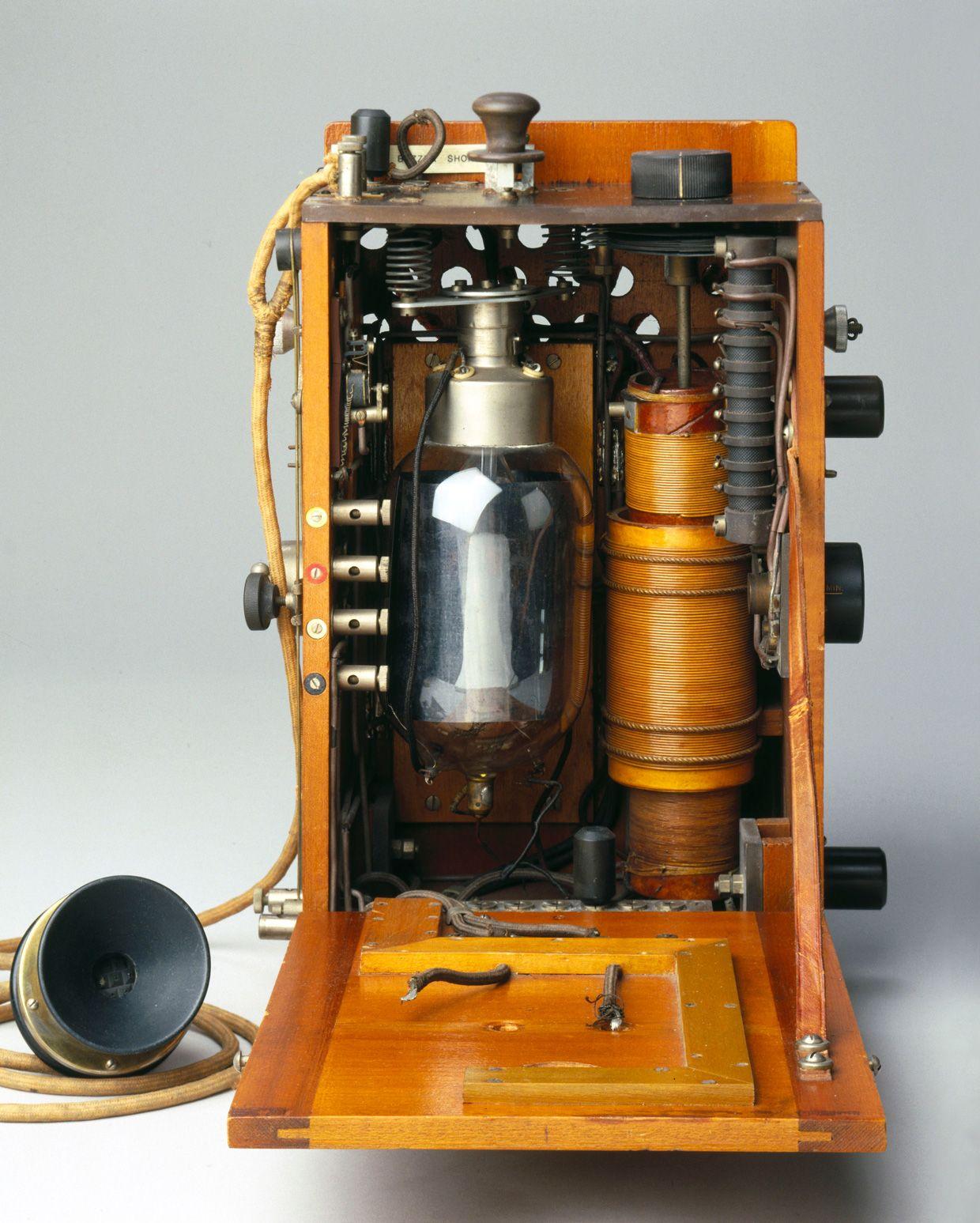 In World War I, British Biplanes Had Wireless Phones in the Cockpit