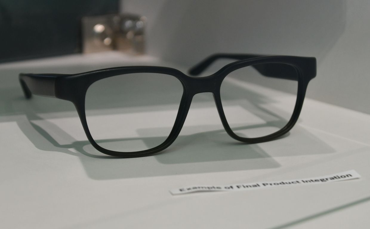 Bosch Gets Smartglasses Right With Tiny Eyeball Lasers Ieee Spectrum