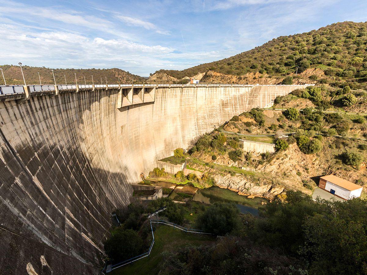 dam and reservoir of Jose Toran