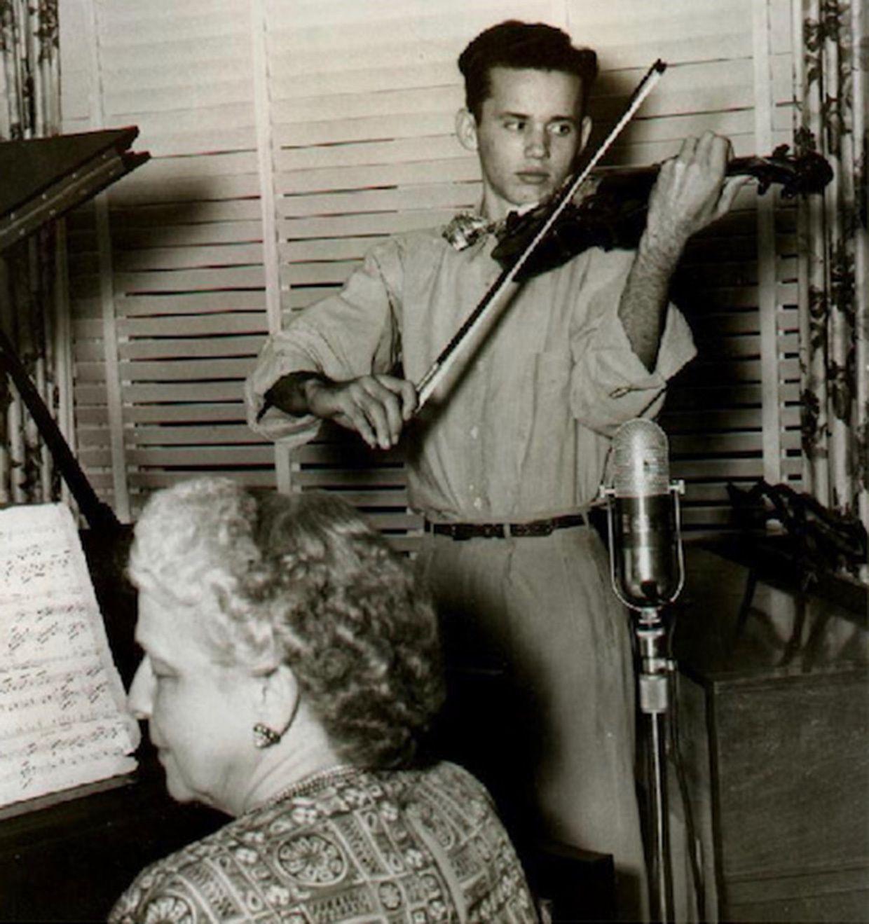 Eden performing a violin solo over a Miami radio station in 1947.