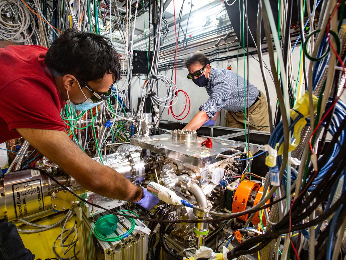 A team of researchers created a new method to capture ultrafast atomic motions inside the tiny switches that control the flow of current in electronic circuits. Pictured here are Aditya Sood (left) and Aaron Lindenberg (right).
