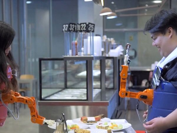 Arm-a-dine eating robot
