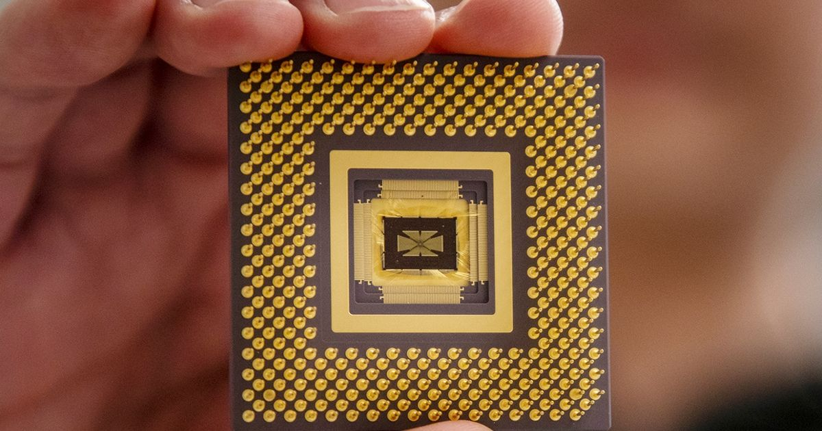 First Programmable Memristor Computer