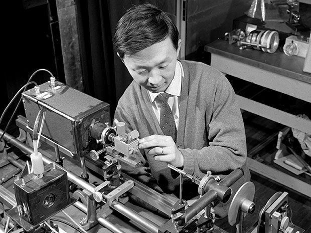 How Charles Kao Beat Bell Labs to the Fiber-Optic Revolution