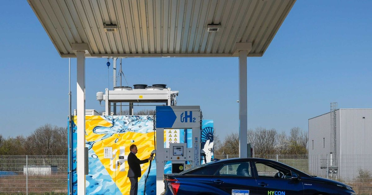 There's a lot to like about hydrogen, particularly for electric utilities. Start with hydrogen's enormous promise in reducing carbon emissions whi