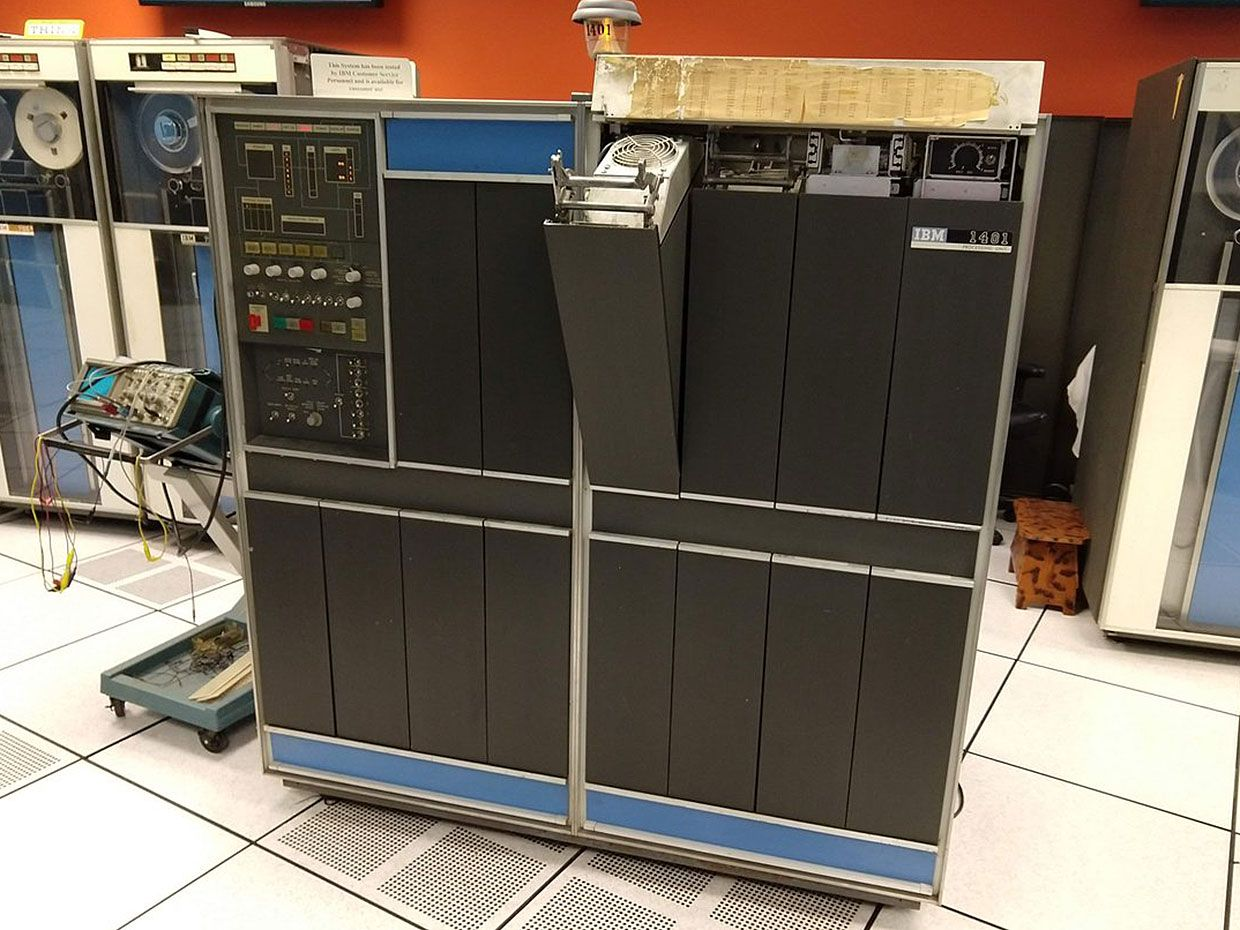 The vintage IBM 1401 at  the Computer History Museum.