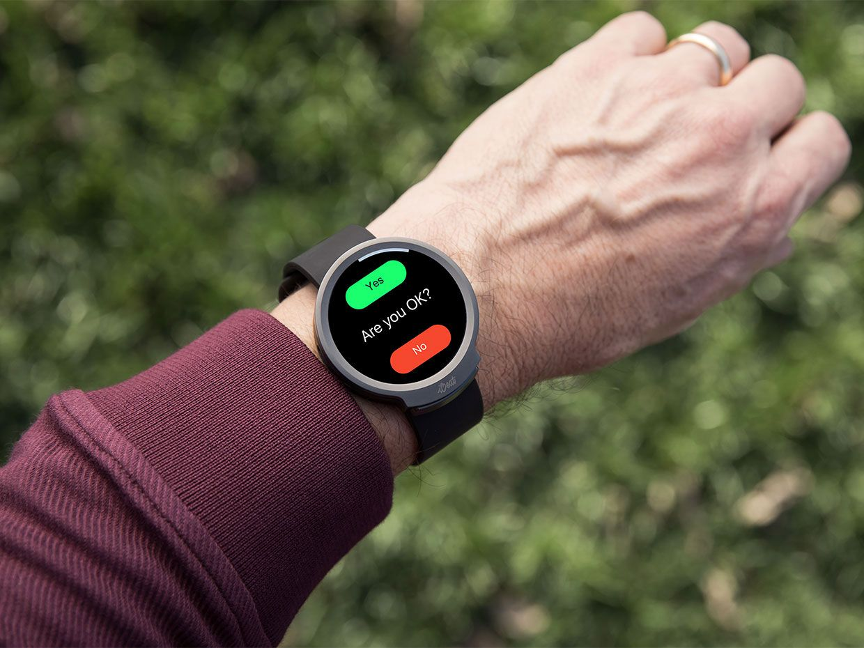 This Smart Watch Detects Cardiac Arrest, and Summons Help - IEEE Spectrum