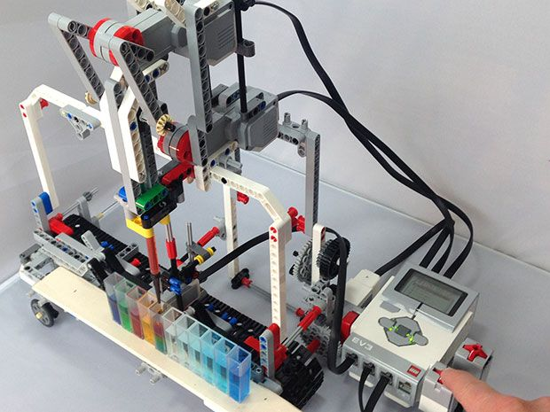DIY Lego Robot Brings Lab Automation to Students - IEEE Spectrum