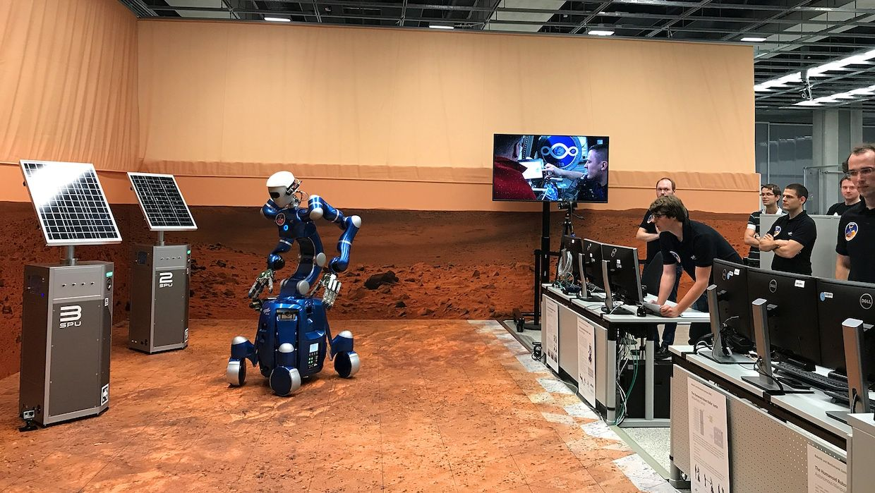 ISS astronauts control Rollin' Justin robot on a simulated Mars environment