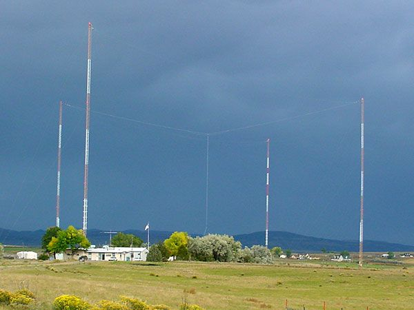 Photo of NIST radio station WWVB. The transmitters are in the building. In the background are WWVB's four north towers supporting the antenna in the center.