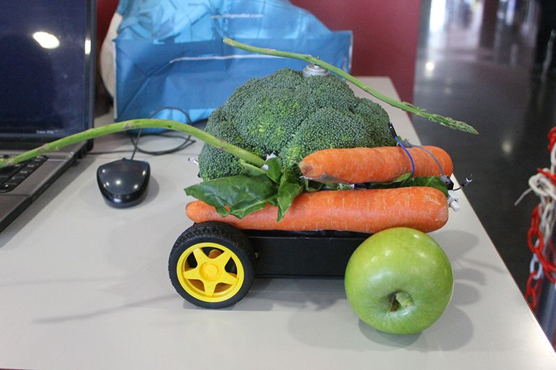 A crappy (and edible) robot from Hebocon Valencia.