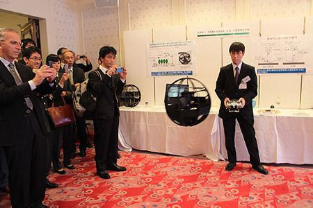 un robot sph rique volant de surveillance pour le minist re de la d fense japonaise. Black Bedroom Furniture Sets. Home Design Ideas