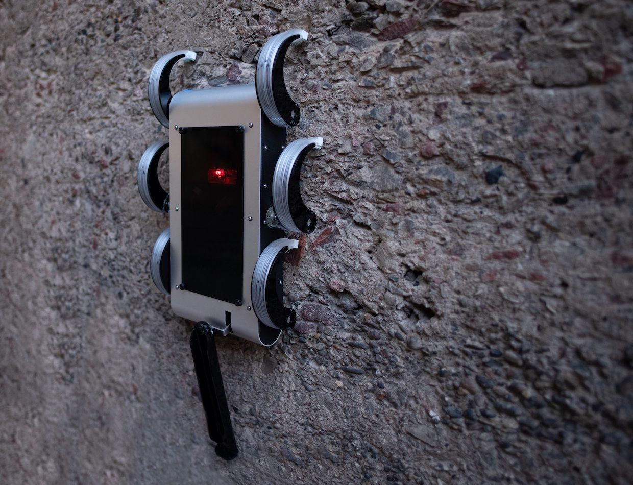 This robot uses its spiky feet to climb its way up steep slopes and even hang from vertical surfaces